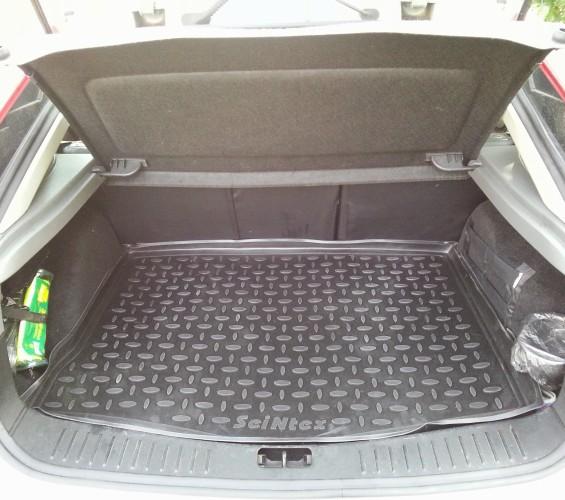 Чистый багажник Ford Focus